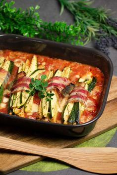 Zucchini-Päckchen in Tomatensoße - Low Carb - LCHF - Recetas Mexicanas Postres Healthy Vegetable Recipes, Healthy Vegetables, Vegetarian Recipes, Veggies, Gourmet Recipes, Low Carb Recipes, Low Carb Diet Menu, Sauce Tomate, Lchf