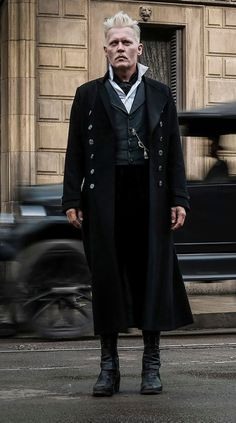 JCD II : Johnny Depp - edit © 2017 - First pictures of Gellert Grindelwald from Fantastic Beasts: The Crimes of Grindelwald Harry Potter Cosplay, Harry Potter Cast, Harry Potter Universal, Harry Potter Characters, Harry Potter World, Johnny Depp Characters, Johnny Depp Movies, Gellert Grindelwald, Crimes Of Grindelwald