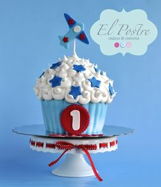 Giant cupcake for a 1st birthday smash cake photo session from El Postre Cakes & Sweets www.facebook.com/elpostrecakes