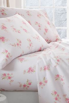 """Hotel Collection Premium Rose Pattern Flannel Bed Sheet Set - Pink by iEnjoyHome - Sheet set - Color: pink - Double-brushed Cotton-Blend for outstanding comfort - Printed Rose pattern for a classic addition to any bedroom décor - 14"""" deep pocket fitted sheets - perfect for oversized mattresses - Superior weave for durability and a buttery-soft touch - Hypoallergenic and Antimicrobial for allergy sufferers and sensitive skin Material: Microfiber $51.97"""