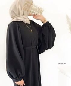 How To Wear Long Necklace With Casual Hijab Outfit. Are You Looking For Inspiration On How To Wear A Long Necklace With A Casual Outfit, Then This Is The Perfect Post For You To Get Ideas On How To Wear Long Necklace With Hijab, Long Necklace Outfits With Dresses, Long Necklaces With Winter Outfits, Long Necklaces With Sweaters With More. #hijab #hijabfashioninspiration #necklacelayering #winteroutfits #necklace
