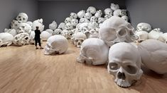 100 Fiberglass and Resin Skulls Fill a Room at the National Gallery of Victoria in Melbourne | Colossal