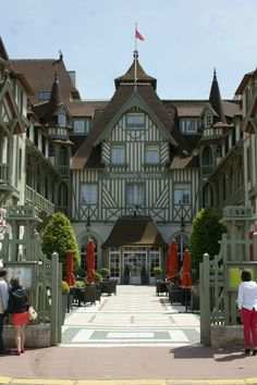 Normandy Barriere hotel, Deauville A lovely seaside town. Seaside Resort, Seaside Towns, Estilo Tudor, Wonderful Places, Beautiful Places, Normandy France, Belle France, French Countryside, Places