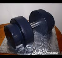 CAKE DREAMS: Dumbbell birthday cake. Perfect for my gym rat