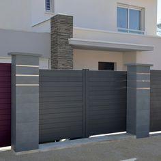 Habillez votre portail de piliers contemporains lisses gris Home Gate Design, Steel Gate Design, Iron Gate Design, Door Design, Modern Main Gate Designs, Modern House Design, Modern Houses, House Front Gate, Minimalist Home