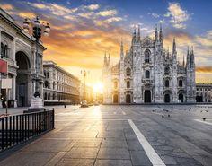 Επιστρέφουμε στην πιο κοσμοπολίτικη πόλη της Ιταλίας, την πρωτεύουσα της υψηλής ραπτικής και του στυλ και παραδινόμαστε στη μαγική ενέργειά της έστω και για ένα Σαββατοκύριακο. Δυο ημέρες είναι αρκετές.