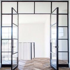 Steel doors and reclaimed wood chevron pattern. Steel doors and reclaimed wood chevron pattern. The post Steel doors and reclaimed wood chevron pattern. appeared first on Glas ideen. Planchers En Chevrons, Style At Home, Steel Frame Doors, Deco Design, 2017 Design, Design Trends, Glass House, Interiores Design, Home Fashion