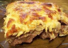 Рецепт этого блюда знаком большинству хозяек в сильно искаженном варианте, когда все ингредиенты выкладываются слоями и щедро поливаются майонезом. Беда в том, что этот соус существенно влияет на...