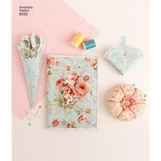 Sewing Room Accessories Simplicity Sewing Pattern 8532 from Sew Essential. Sewing Room Decor, Sewing Rooms, Room Accessories, Sewing Accessories, Child Apron Pattern, Sewing Caddy, Apron Sewing, Sewing Crafts, Sewing Projects