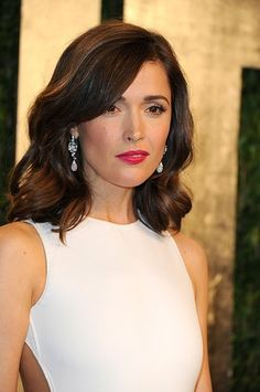 Rose Byrne complemented her white dress with classic red lips and flowing curls Braided Hairstyles Updo, Down Hairstyles, Wedding Hairstyles, Updo Hairstyle, Braided Updo, Rose Byrne Hair, Heatless Curls Overnight, Chignon Wedding, Flat Iron Curls