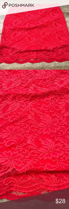 NWOT Torrid size 4 (26) coral skirt NWOT Torrid size 4 (26) coral floral  Length: 24 1/2 inch  Zipper closure   Never been worn torrid Skirts Mini