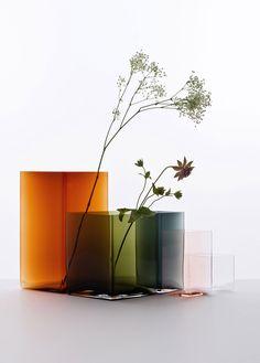 Home Decorating DIY Projects: Iittala vase Ruutu - Decor Object Big Vases, Gold Vases, Large Vases, Vase Noir, Turbulence Deco, Vase Design, Black Vase, Wooden Vase, Arte Floral