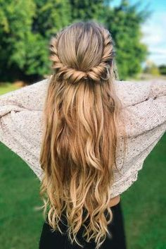 36 Easy Summer Hairstyles To Do Yourself Hairstyles Theme Medium Hair Styles, Curly Hair Styles, Natural Hair Styles, Big Curly Hair, Dance Hairstyles, Diy Hairstyles, 1930s Hairstyles, Indian Wedding Hairstyles, Braided Hairstyles Updo