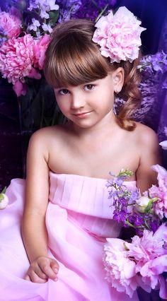 Beautiful Little Girls, Beautiful Children, Retro Fashion, Kids Fashion, Cute Little Girls Outfits, Girls With Flowers, Cute Young Girl, Beauty Photos, Cute Kids