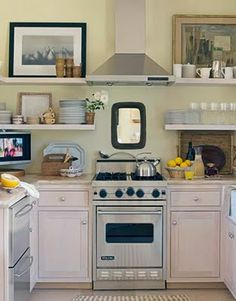 Love this little kitchen! [A 24 Viking Range Hood! Finally found something that is powerful yet small enough to fit in my tiny kitchen! ( my tiny budget)] Little Kitchen, New Kitchen, Kitchen Decor, Kitchen Ideas, Kitchen Designs, Cozy Kitchen, Kitchen Small, Country Kitchen, Square Kitchen