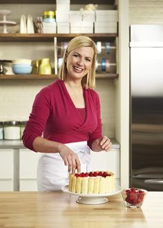 Anna Olson is a pastry chef. She hosts Bake with Anna Olson on Food Network Canada. Her husband, Michael, and her created the Olson Recipe Generator App to help people with their everyday cooking. Chef Recipes, Food Network Recipes, Dessert Recipes, Recipies, Anna Olsen, Cupcake Videos, Tv Chefs, Food Network Canada, Nigella Lawson