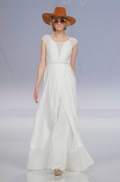 Rembo styling — Catwalk 2017 — Fuji: Soft dress with embroided top, open backand a lovely fine lace trim on the skirt.