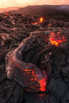 Lava from the Kilauea volcano flows in the Hawai'i Volcanoes National Park the Pali in R . Hawaii Volcanoes National Park, Volcano National Park, Aurora Borealis, Nature Pictures, Cool Pictures, Erupting Volcano, Lava Flow, Natural Phenomena, Fantasy Landscape
