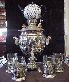 ミハ邸のサモワール。Russia - Samovar used in tea ceremony. Love these glasses in metal holders. Just like on the Russian trains.