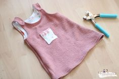 Sewing instruction Latzkleid Tulip Rockers ⋆ latzkleid sewing instructions baby g. Baby Outfits, Rockers, Baby Box, Garden Care, Baby Socks, Baby Milestones, Cute Babies, Girls Dresses, Sewing