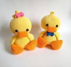 Mira este artículo en mi tienda de Etsy: https://www.etsy.com/es/listing/246599137/listo-para-enviar-pato-amigurumi-kawaii