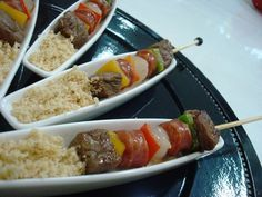Couscous and skewers service idea Party Food And Drinks, Party Snacks, Brunch, Good Food, Yummy Food, Cooking Recipes, Healthy Recipes, Mini Foods, Food Presentation