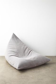 The MT Large Beanbag Bean Bag does not come filled – it will require 300L of beans. Composition: 100% Cotton. Dimensions: 112cm x 150cm