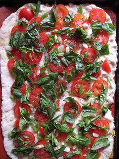 tomato and basil pizza! http://poppytalk.blogspot.com/2011/06/keep-it-simple-tomato-and-basil-pizza.html?utm_source=feedburner_medium=feed_campaign=Feed%3A+blogspot%2FISuVv+%28poppytalk%29