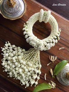 Floral Garland, Flower Garlands, Flower Decorations, Diy Flowers, Wedding Decorations, Church Flower Arrangements, Floral Arrangements, Flower Jewellery For Mehndi, Flower Places