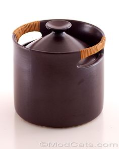 Stig Lindeberg (1916-1982) for Gustavsberg (Sweden) large covered pot, casserole or ice-bucket from the 1955 designed Terma Flameldfast service ware series. Brown glazed heat-resistant stoneware with original very clean wicker wrapped handles.