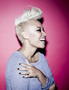 MIley wasn't the first to sport her hair shaved on the side and flipped at the top with a cool retro pompadour. Emeli has been sporting this look for quite a while and definitely knows how to rock it out! Emeli Sande, Short Hair Styles, Natural Hair Styles, Half Shaved, Shaved Sides, Stevie Wonder, Good Hair Day, American Idol, Her Hair