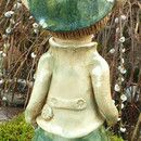 """Ich biete hier aus meiner kleinen Keramikwerkstatt eine witzige Gartenfigur aus der Familie der """"Funnys""""© zum Verkauf. Elfix ist ein verschmitzter Lausebengel, der Ihnen sicher ein Lächeln auf..."""