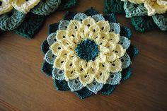 Ravelry: The Crocodile Flower Crochet Flower Squares, Crochet Bunting, Crochet Square Patterns, Crochet Tablecloth, Crochet Stitches Patterns, Crochet Designs, Crochet Flowers, Crochet Potholders, Crochet Fruit
