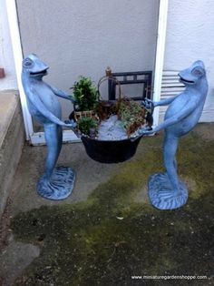 Standing frogs are not only fun and eye-catching, but they hold the garden up to be readily seen and appreciated. The gray stone pathway echoes the color of the frogs and unifies the scene.