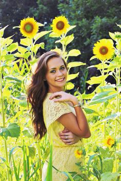 Senior portraits. Poses. Senior picture ideas. Posing ideas. Field. Photography. Carrie McClellan photography. Sunflowers.