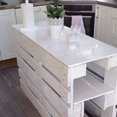 re purposed wood pallet kitchen island