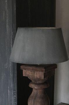 Lampenkap - behandeld met Annie Sloan krijtverf....kleur French Linen met Graphite