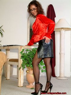 Babe Today Roni's Paradise Roni Ford My Favorite Masturbation Sex Secrets Mobile Porn Pics Sexy Older Women, Old Women, Pantyhose Skirt, Stockings Heels, Leather Dresses, Leather Skirts, Pretty Lingerie, Satin Blouses, Well Dressed