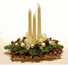 Christmas Flower Arrangements, Christmas Table Decorations, Christmas Time, Christmas Wreaths, Christmas Crafts, Fancy Candles, Vase Crafts, Floral Foam, Christmas Inspiration