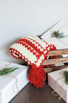 Infuse a little Scandinavian style in your Christmas with this hygge beginner crochet blanket pattern. Get the free pattern and video tutorial from Make & Do Crew featuring Lion's Pride Woolspun. Crochet Christmas Stocking Pattern, Christmas Crochet Blanket, Easy Crochet Blanket, Crochet For Beginners Blanket, Crochet Christmas Ornaments, Beginner Crochet, Crochet Blankets, Christmas Afghan, Afghan Blanket