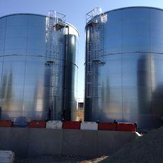 Les réservoirs FM TANK sont destinés à tous stockages de produits liquides.  Réserves sprinkler - Réserves eau incendie - Réservoirs eau brute - Réservoirs eau potable -Stockage eaux de process - Stockage effluents - Stockage lisiers - Stations d'épuration - Stockage digestats - Réservoirs antigel  Nos équipes de montage et S.A.V., ultra mobiles en France comme à l'international, sont équipées de centrales hydrauliques de levage et totalement autonomes.