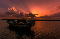 End of the day by rajeeshiva Stunning Photography, Sunset Pictures, All Over The World, Sunlight, Clouds, Landscape, Artist, Sunrises, Outdoor