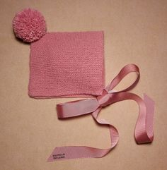 CASTILLO DE LANA- GORROS SENCILLOS BEBÉ Knitting For Kids, Crochet For Kids, Baby Knitting, Knit Crochet, Knitted Booties, Knitted Hats, Baby Swaddle Blankets, Baby Hats, Diy For Kids
