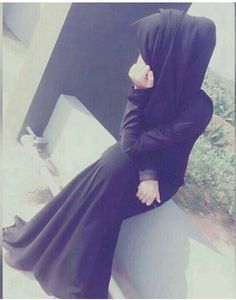 BURKHA is our tradition and we are not forced to wear a burkha infact we love to wear burkha by our selfs😊🤘 Beautiful Muslim Women, Beautiful Girl Image, Beautiful Hijab, Arab Girls Hijab, Muslim Girls, Street Hijab Fashion, Muslim Fashion, Fashion Muslimah, Abaya Fashion