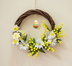 Easter decor with egg, mimosa and daffodils, Easter wreath with spring flowers and egg, Easter door hanging made in Italy, Italian Easter