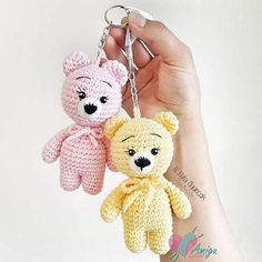 Let the crochet colorful worm amigurumi enchant you! This big worm cute and colorful will appeal to all big and little fans of amigurumi. Crochet Bear Patterns, Crochet Fox, Amigurumi Patterns, Crochet Dolls, Free Crochet, Turkey Pattern, Crochet Keychain, Amigurumi Doll, Crochet Projects
