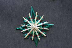 Étoiles en perle, perle et strass, paille