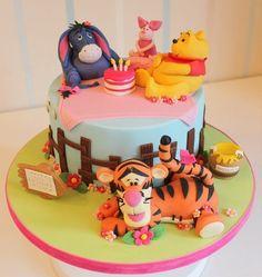 recette gâteau anniversaire thermomix à thème savane, nappage en bleu ciel et rose bonbon et animaux de la jungle