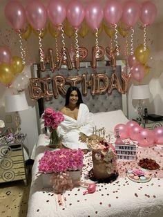 Birthday Goals, 22nd Birthday, Diy Birthday, 30th Birthday Cake For Women, 14th Birthday Cakes, Birthday Ideas, Birthday Balloon Decorations, Birthday Balloons, Surprise Party Decorations