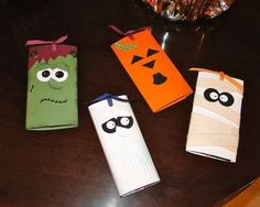 Wrapped Hershey bars for halloween gift or for trick or treating candy. could be a fun project to do this halloween :) Halloween Candy Bar, Halloween Snacks, Halloween Cards, Holidays Halloween, Halloween Treats, Fall Halloween, Happy Halloween, Halloween Decorations, Fall Crafts